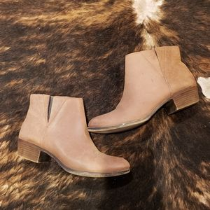 Lucky Brand tan booties size 8